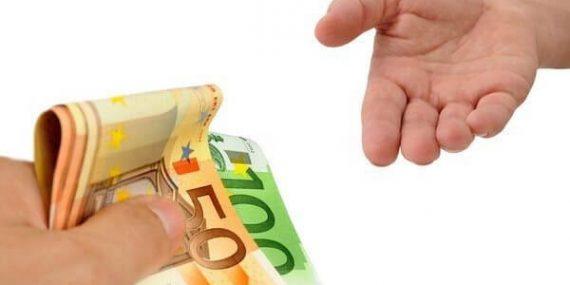 Ratenkredit: Bargeld zur freien Verfügung (© K.-U. Hässler / Fotolia)
